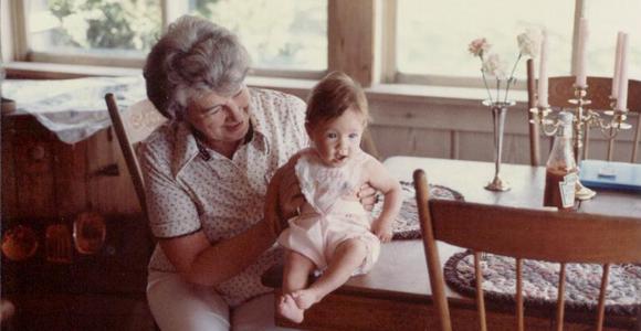 1982-05-29 Nana & Sarah-cropped